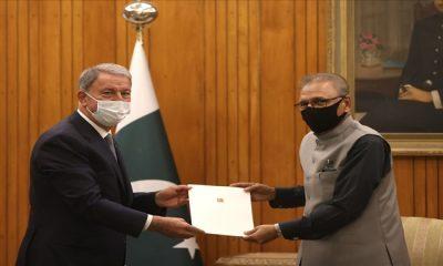 Pakistan Cumhurbaşkanı Arif Alvi, Millî Savunma Bakanı Hulusi Akar'ı Kabul Etti