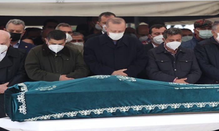 Cumhurbaşkanı Erdoğan, Güneysu İlim Öğrenenlere Yardım Vakfı Mütevelli Heyeti Başkanı Ahmet Gür'ün cenaze törenine katıldı