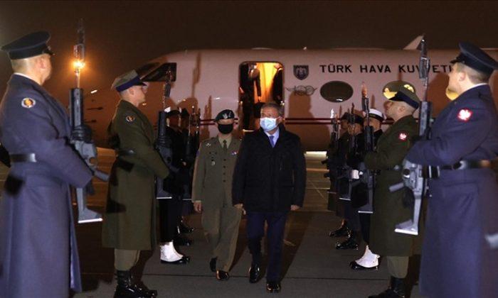 Millî Savunma Bakanı Hulusi Akar Polonya'da